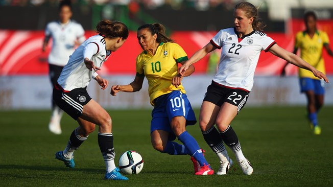 صورة كرة القدم النسائية ( الساحرة المستديرة )