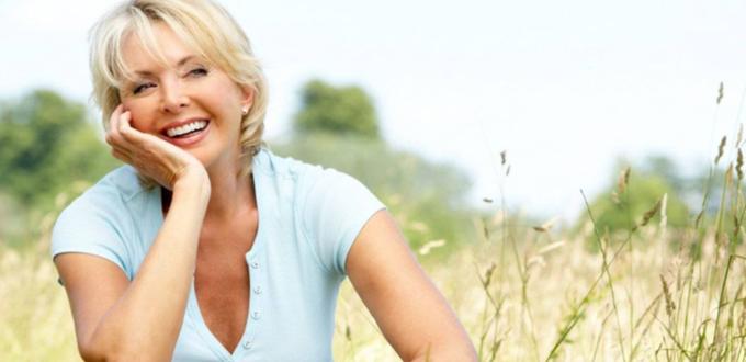صورة كيف تحافظ المرأة على صحتها في سن اليأس