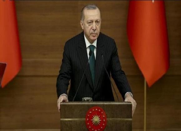 """صورة إردوغان يهدد بالسماح لعشرات آلاف اللاجئين بالتوجّه إلى أوروبا ويحذّر دمشق بـ""""دفع ثمن"""" مقتل 30 من جنوده في سوريا"""