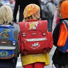 صورة الحقيبة المدرسية قد تُصيب بآلام الظهر