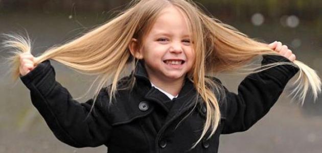 صورة طرق تنعيم شعر الأطفال