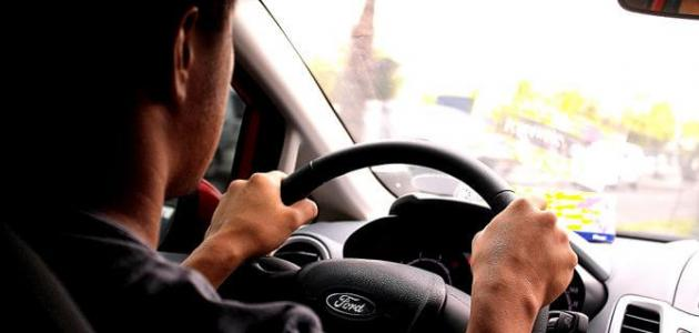 صورة كيف أتعلم قيادة السيارة
