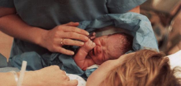 صورة لماذا يبكي الطفل عند ولادته