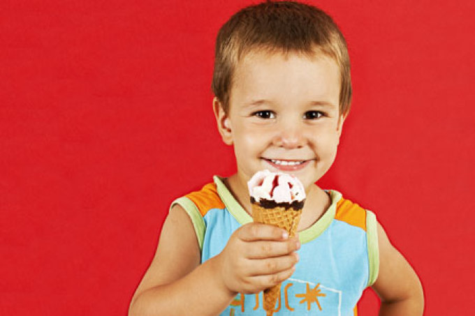 صورة البوظة أو المثلجات و أثرها على الطفل