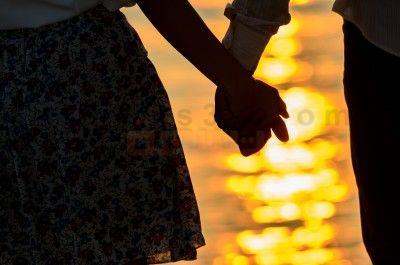 صورة كيف اعرف انه يحبني ؟ كيف يعبر الرجل عن الحب ؟