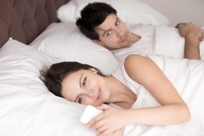 صورة زوجتك تراسل غيرك؟ إهدأ وإتّبع هذه الخطوات!