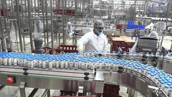 صورة اغلاق مصنعين لعدم التزامهما بشروط السلامة