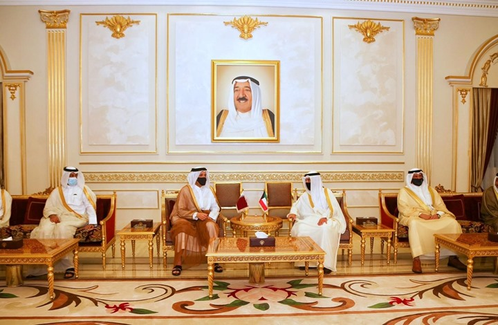 صورة وزير خارجية قطر يزور الكويت لبحث العلاقات الثنائية (صور)