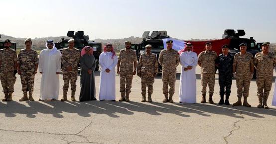 صورة الجيش يستلم هدية قطرية