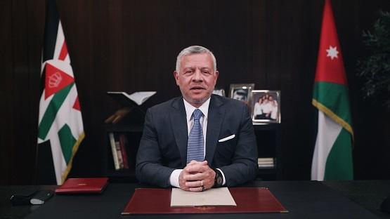 صورة لغة الإشارة حاضرة على التلفزيون بكلمة الملك