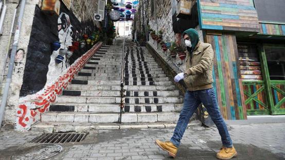 صورة حملة لتشجيع الإفصاح عن حالات الاشتباه بكورونا