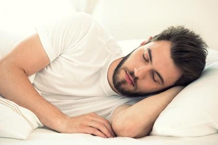 صورة النوم القليل أو الكثير يمكن أن يدمر الصحة