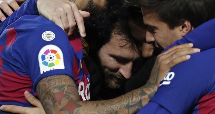 صورة والد ميسي: ليونيل يفكر في الاستمرار مع برشلونة لموسم واحد