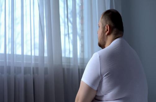 صورة هل من علاقة بين الاكتئاب وزيادة الوزن؟