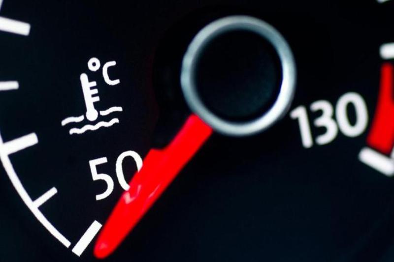صورة مع دخول الصيف.. هكذا تحافظ على صحة محرك سيارتك