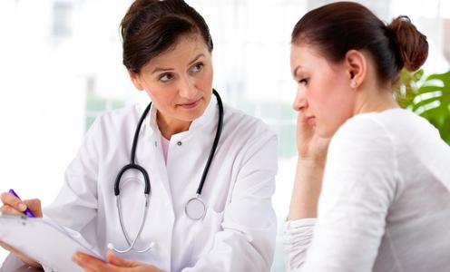 صورة فرص نجاة امرأة من نوبة قلبية ترتفع إذا عالجتها طبيبة أنثى