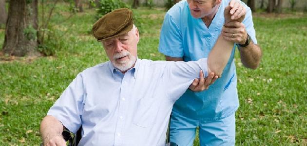 صورة أسباب وأعراض الشلل الرباعي
