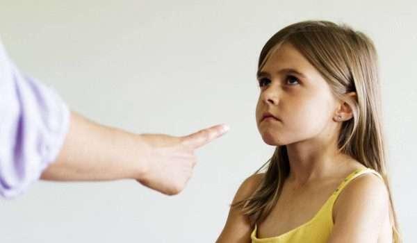 صورة طفل يسب ويشتم! هكذا يمكن التعامل مع الاطفال بشكل صحيح