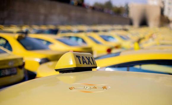 صورة آلية عمل التاكسي لتقديم خدمة التوصيل