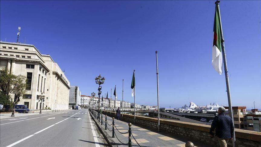 """صورة الجزائر.. نقل مواد """"حساسة"""" من ميناء سكيكدة إلى مكان آمن"""