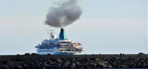 صورة تأثير السياحة على التلوث