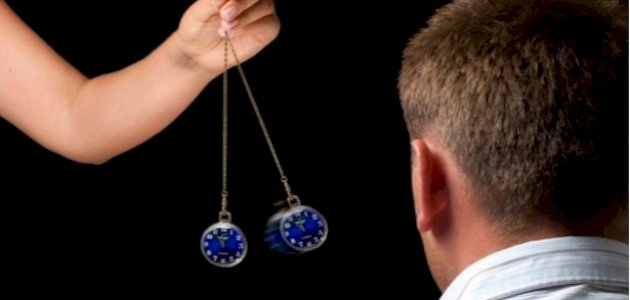 صورة العلاج بالتنويم المغناطيسي ومخاطره
