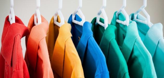 صورة ما هي ألوان الملابس التي يُمكن الدمج بينها