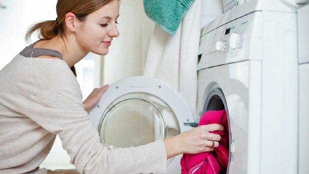 صورة طريقة ابعاد الكهرباء من الملابس