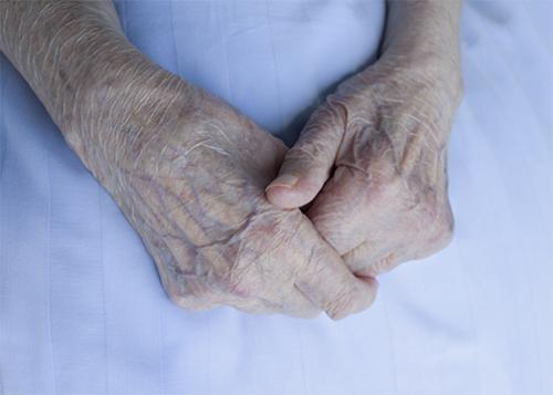 صورة مشاكل النوم لدى كبار السن.. إلى أين؟