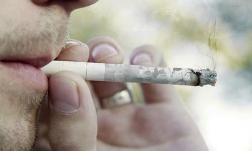 صورة التدخين يتسبب في تعفّن الدماغ